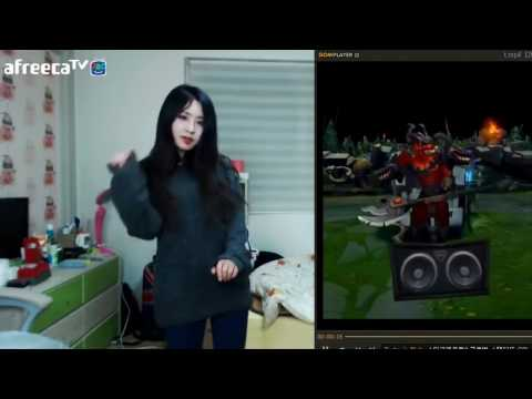 Korean girl dance sexy with characters LoL