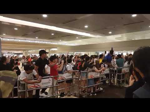 [1080p 60fps Fancam] [170926] Gugudan Arrival (Changi Airport Terminal 2)